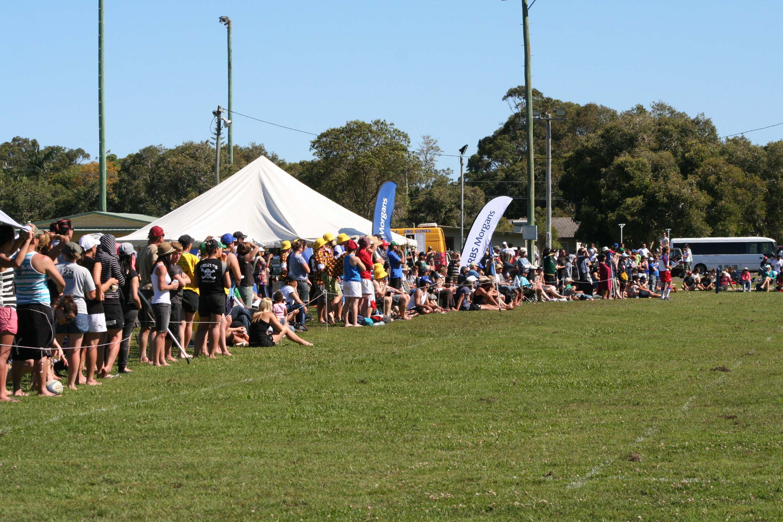 Crowd along sideline at Byron Bay 7s